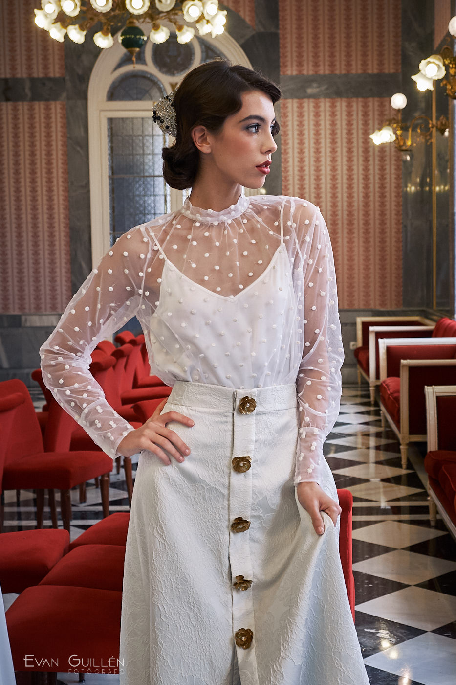 Modelo con vestido de novia de Cayetana Ferrer