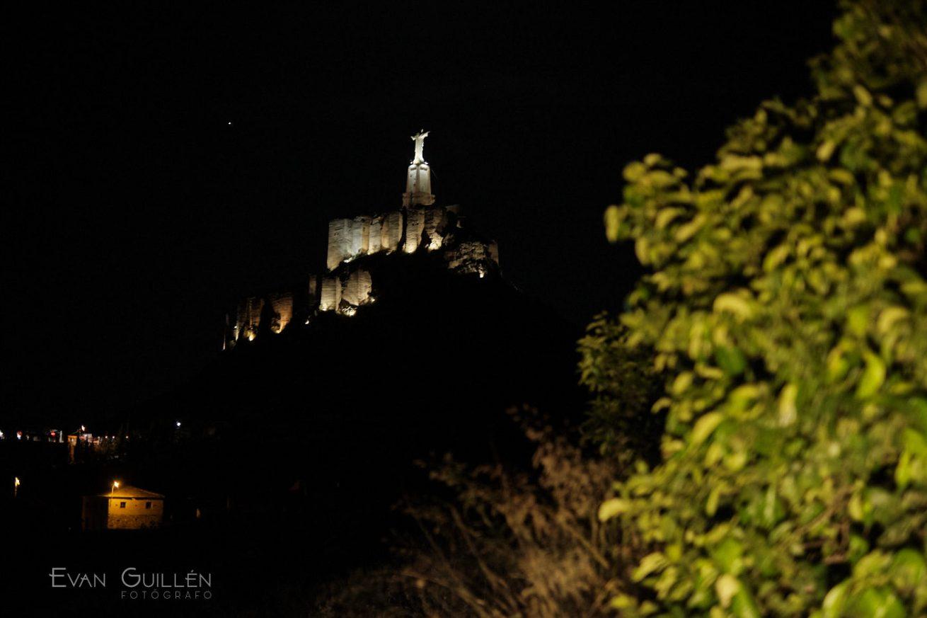 Castillo de Monteagudo iluminado.