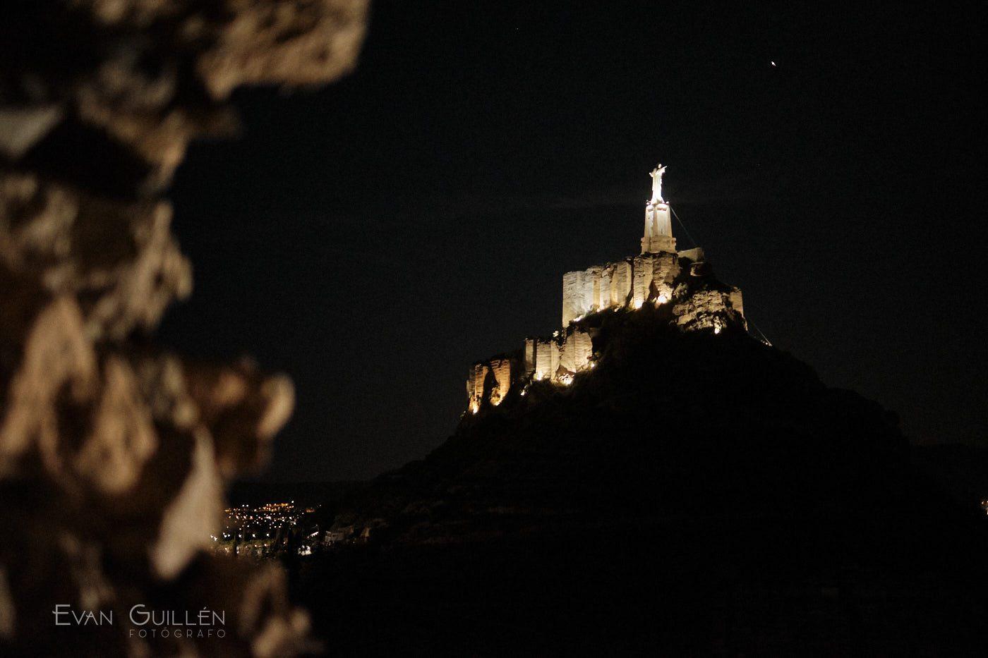Castillo de Monteagudo iluminado
